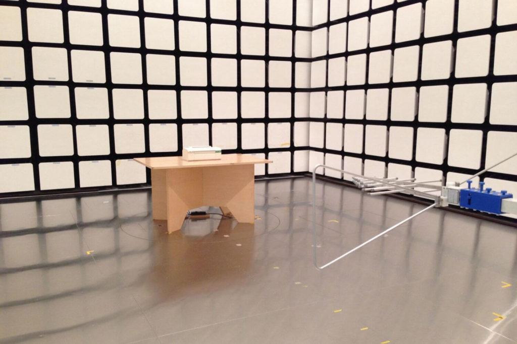 電波暗室の例(群馬県立東毛産業技術センター)