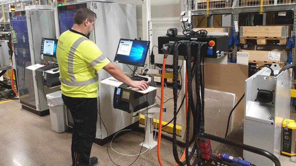 バッテリーパック製造用の充電およびテストステーション